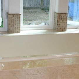 Tub backsplash